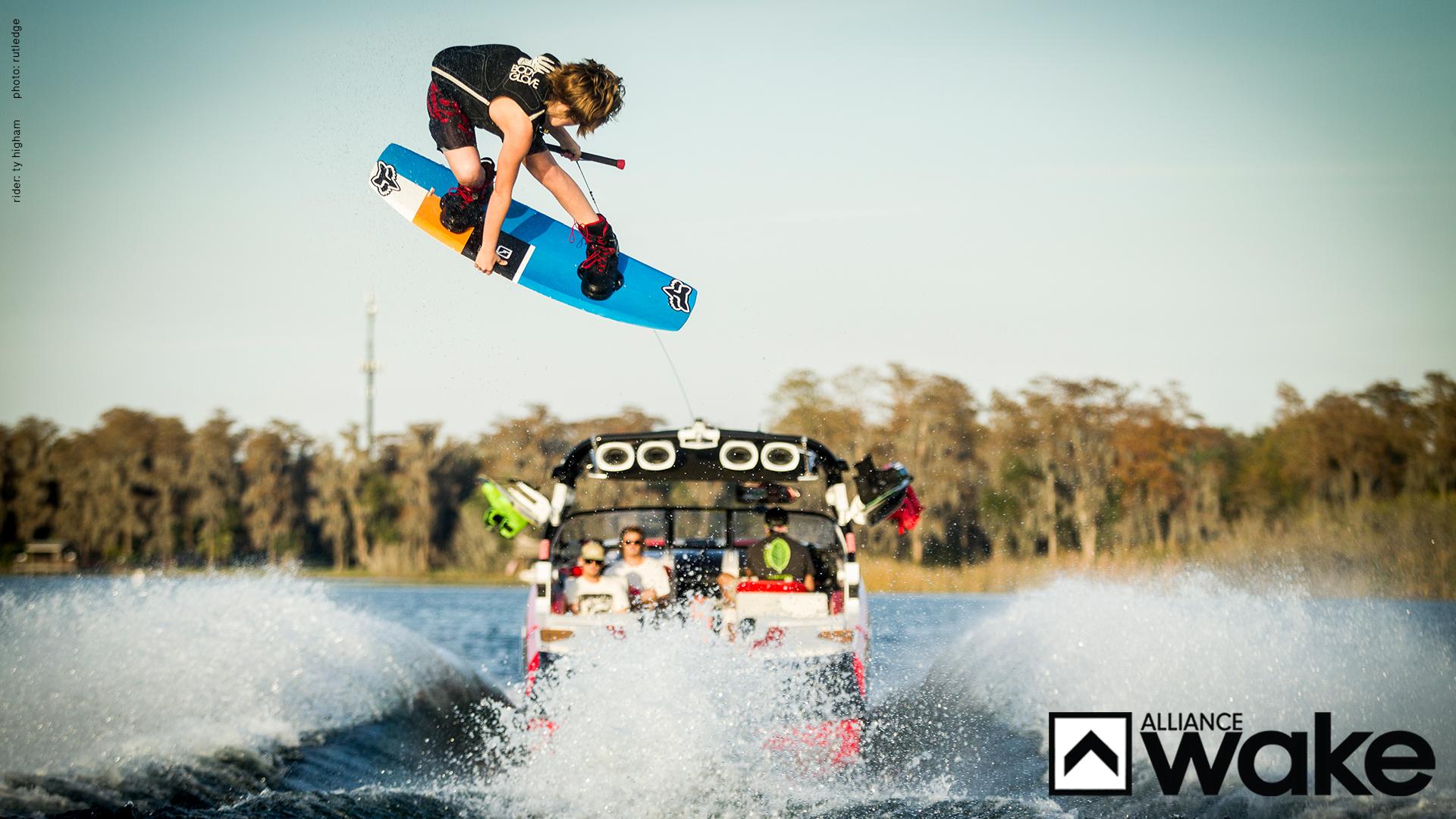 Wakeboarding Boat Wallpaper Wallpapers: Wee...