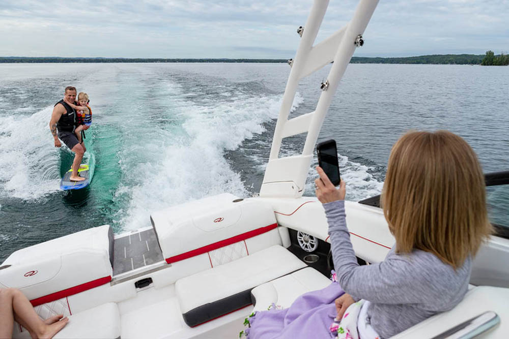 regal-boats ls2 surf social seating