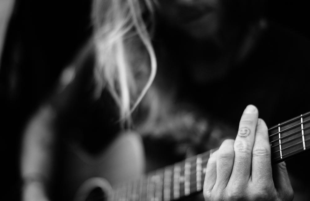 roty-aaron-rathy-guitar